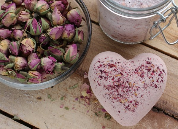How to Make Rose Bath Bombs